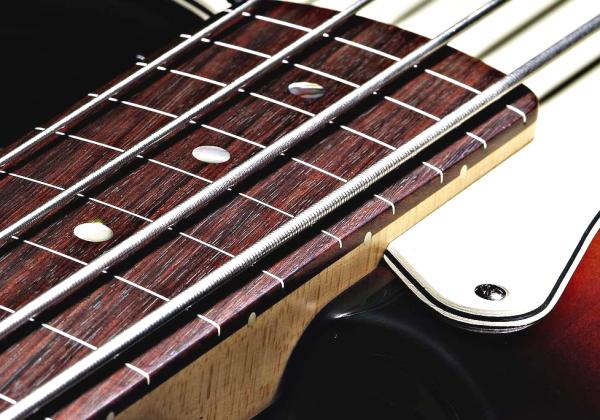 Как заменить струны на бас-гитаре