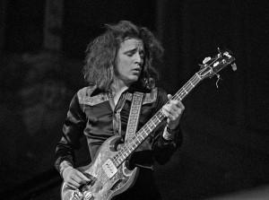 Бас-гитарист Jack Bruce